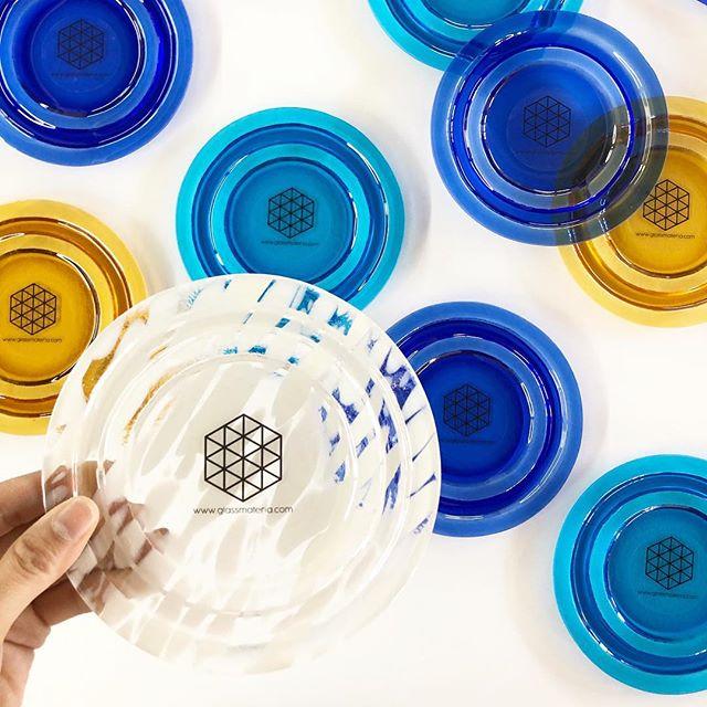 platos de vidrio de colores
