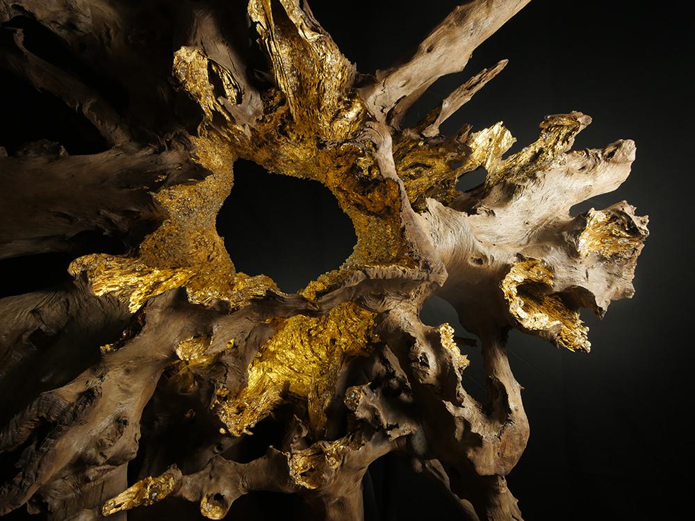 Valerie Rey Escultura de madera y oro