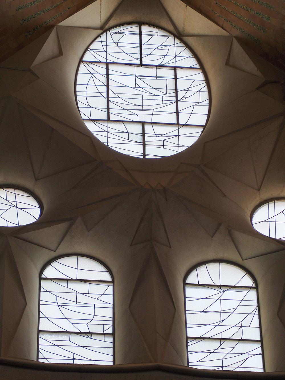 Vitrales transparentes de la Sagrada Familia