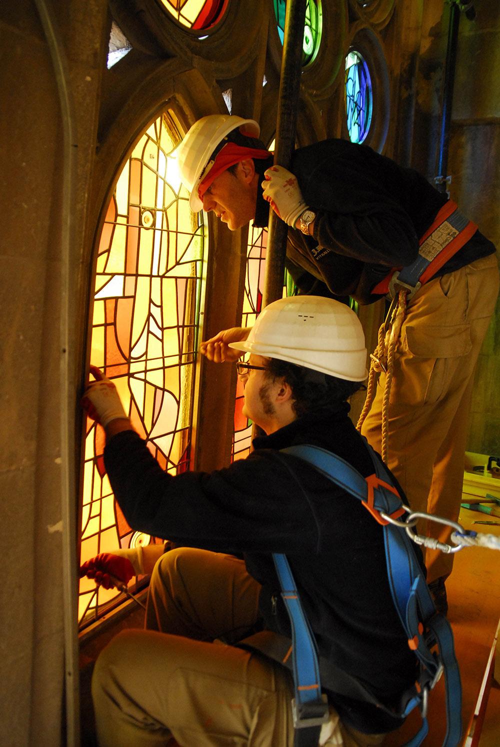 Construcción de los vitrales de la Sagrada Familia