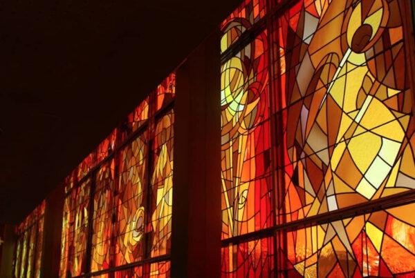 Capilla de la Escuela Diocesana de La Virgen de la Salud. Sabadell. 2013. Diseño: Antoni Vila Delclòs. Realizados por el taller J. M. Bonet