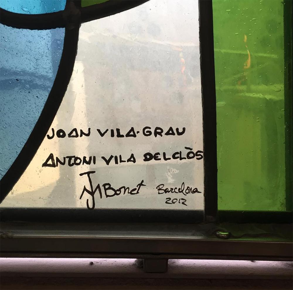 Firma de los vitrales de la Sagrada Familia de Barcelona